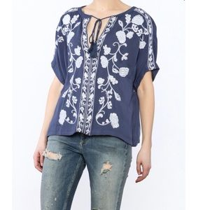Izzy & Lola blue & white embroidered peasant top S